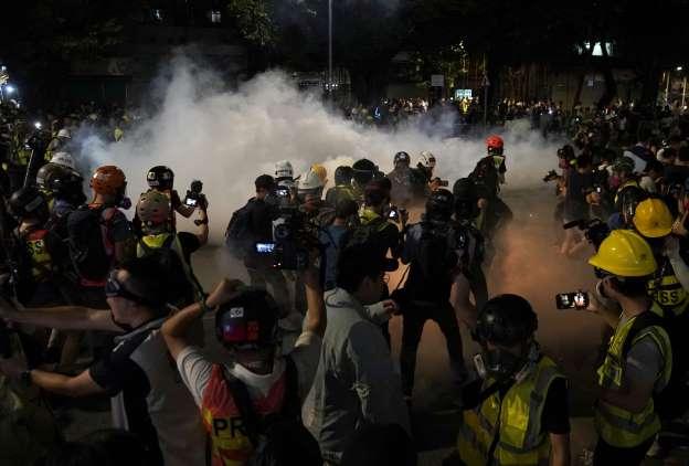 Nouveaux heurts à Hong Kong entre police et manifestants