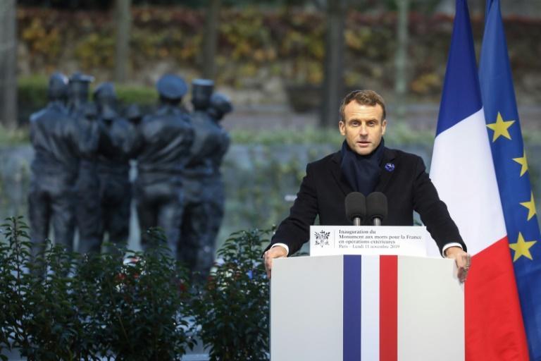 """11 novembre: Macron rend hommage au """"sacrifice suprême"""" des soldats morts en """"Opex"""""""