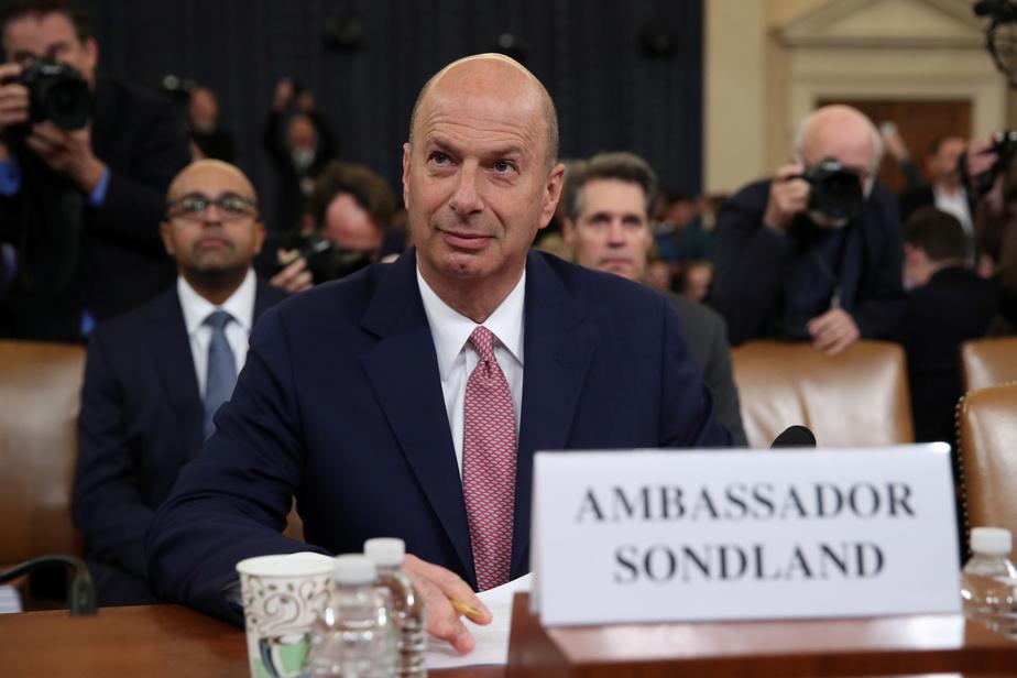 """Affaire ukrainienne: l'ambassadeur Sondland dit avoir """"suivi les ordres"""" de Trump"""