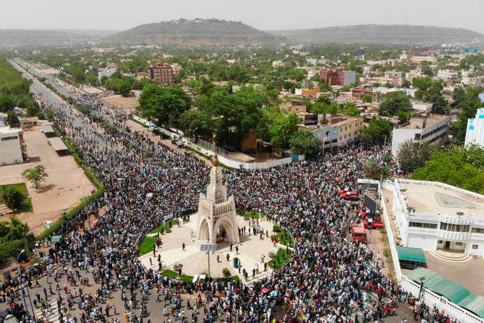 Une vue de Bamako en mode manifestation (photo Le Monde)