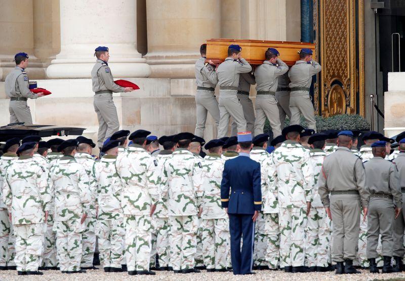 La France rend un dernier hommage à ses soldats morts au Mali