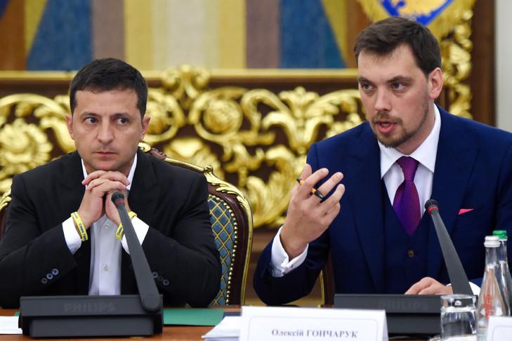 Le président Zelensky (à gauche) avec son premier ministre Oleksiï Gontcharouk