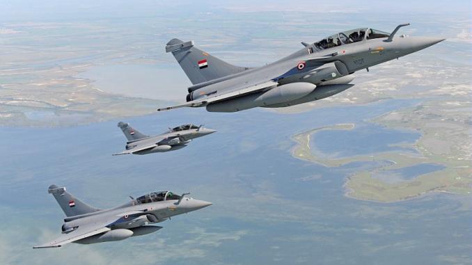 La menace d'une intervention militaire égyptienne en Libye inquiète