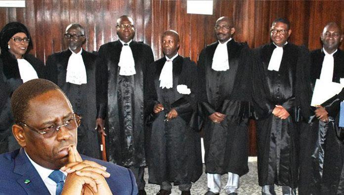 Le Président Macky Sall (en médaillon) et les membres du Conseil constitutionnel du Sénégal