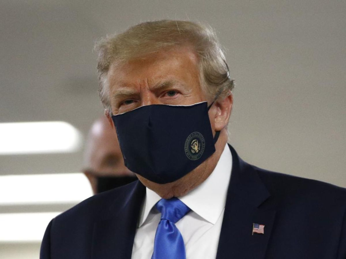 Donald Trump cède au port du masque