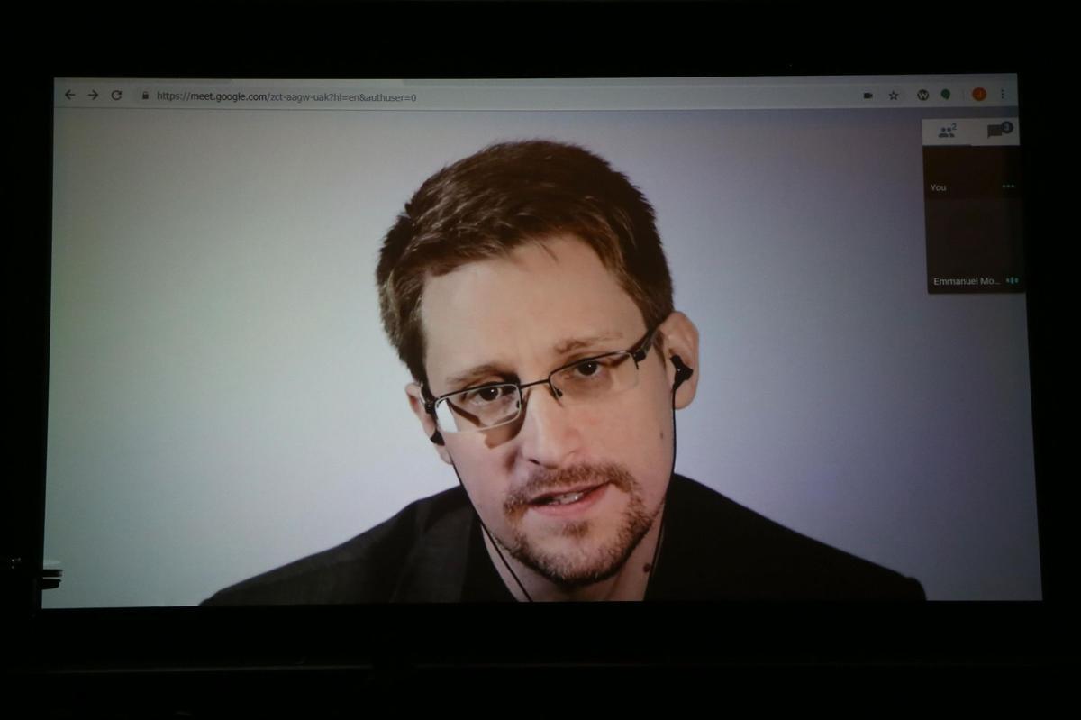 Lanceur d'alerte : Snowden reçoit un titre de résident permanent en Russie