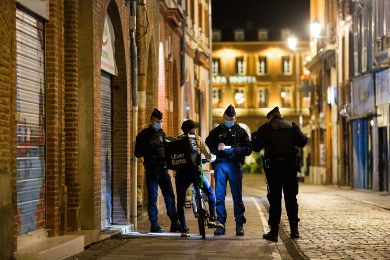 Coronavirus: Reconfinement, légèrement adapté, pour un mois en France-Macron