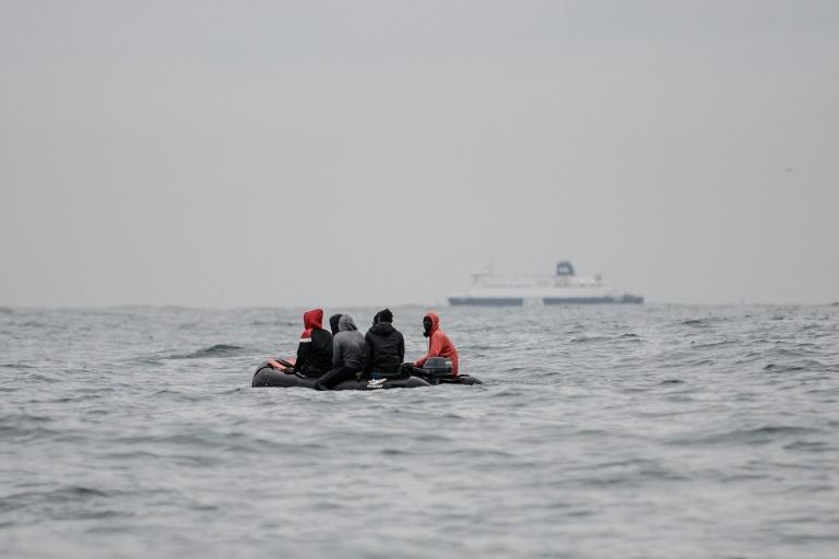 Quarante-cinq migrants dont des enfants secourus en mer