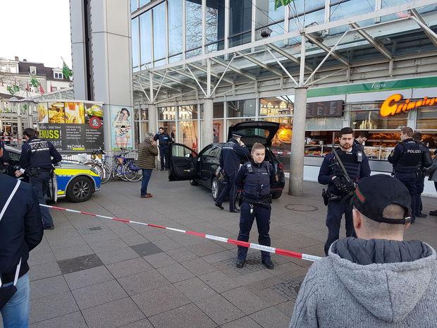 Allemagne - une voiture percute des passants dans une zone piétonne: deux morts