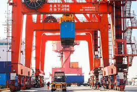 « L'économie chinoise fait face avec succès aux vagues et tempêtes pour aller de l'avant » (Le Quotidien du peuple)