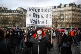 Des milliers de manifestants rassemblés à Paris contre l'avortement