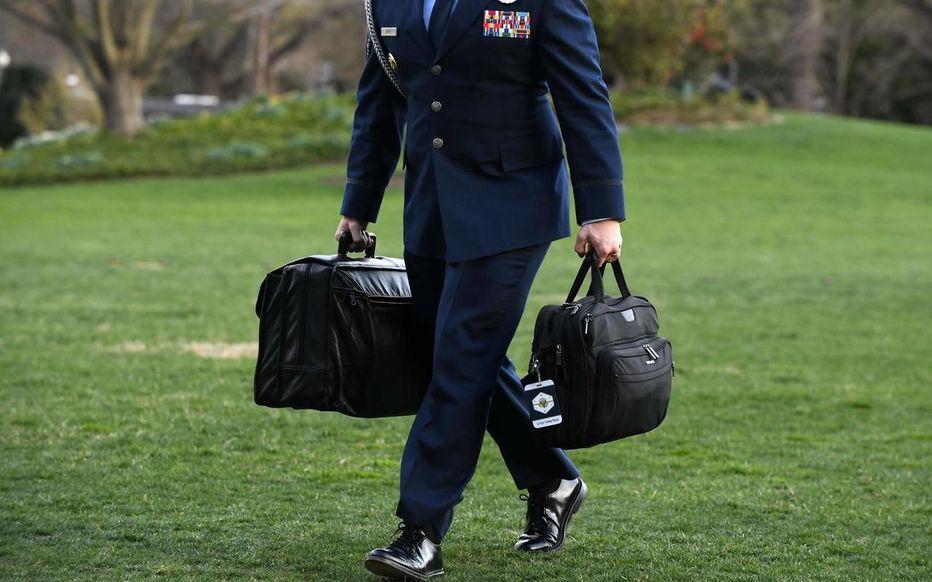 Trump absent, transfert en deux temps des codes nucléaires