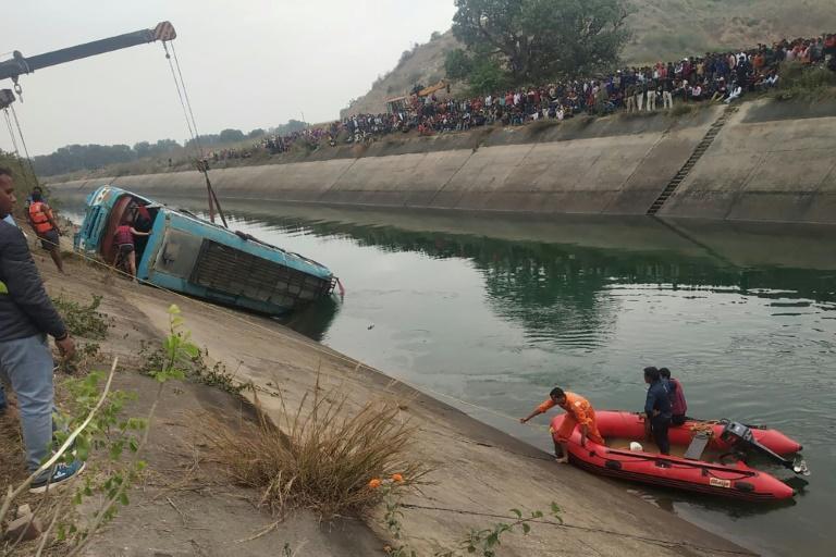 Un autobus plonge dans un canal : au moins 39 morts en Inde