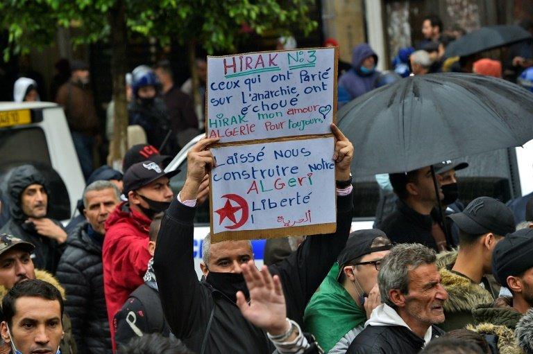 Algérie : arrestation de cinq personnes qui projetaient des attentats anti-Hirak