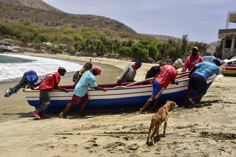 Sur une plage de l'île démocratique