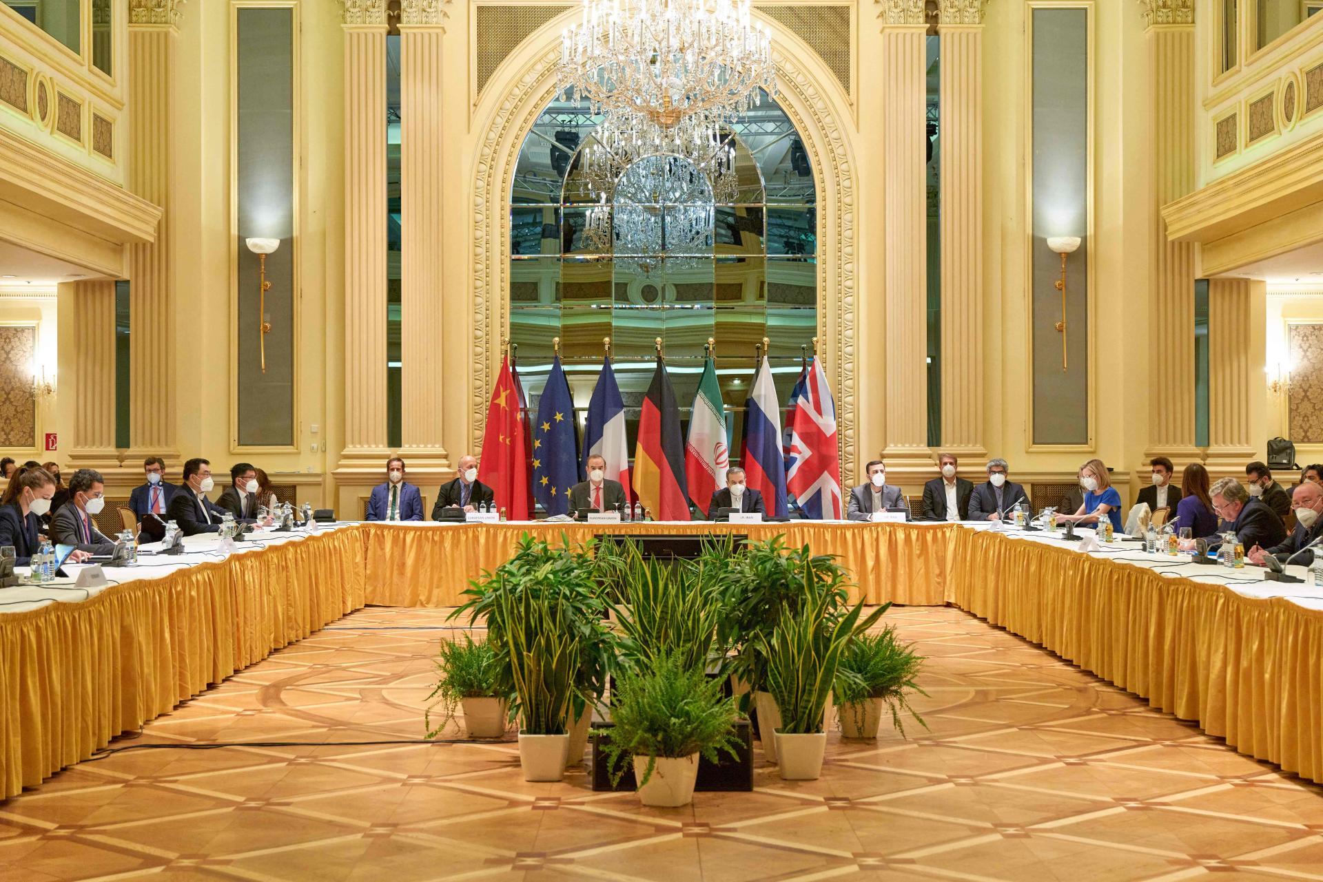 Nucléaire iranien Téhéran défend ses négociateurs après des critiques en Iran