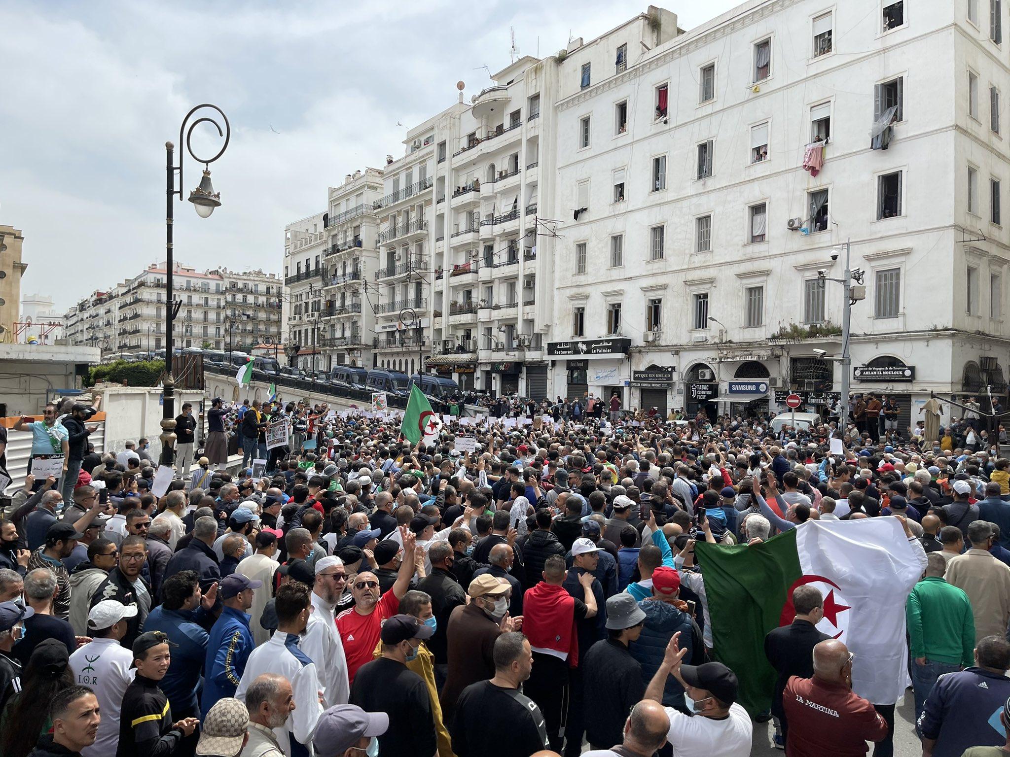 """ALGERIE : des personnalités et ONG lancent un appel contre """"la criminalisation"""" du Hirak"""