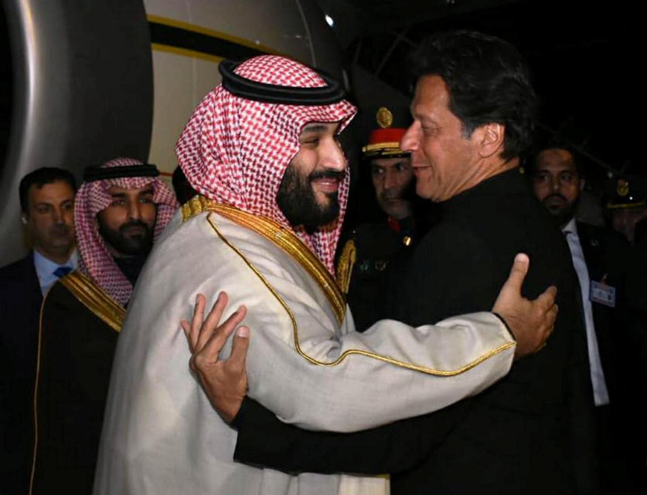 Le prince hériter saoudien MBS (g) et le premier ministre pakistanais Imre Khan