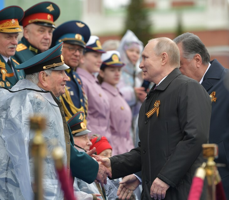 Commémorations de 1945 : La Russie défendra «fermement» ses intérêts, assure Poutine