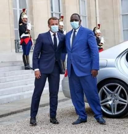 Macky Sall et Emmanuel Macron sur le perron de l'Elysée