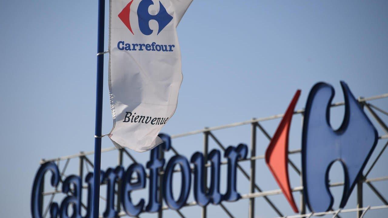 Carrefour porte plainte après des injures racistes contre une caissière