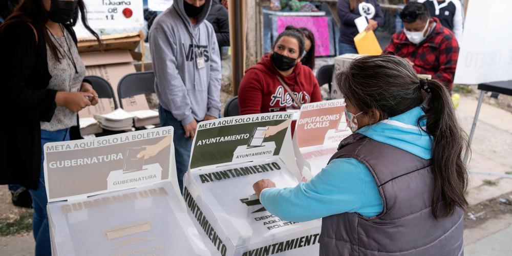 Mexique Deux têtes découvertes dans des bureaux de vote