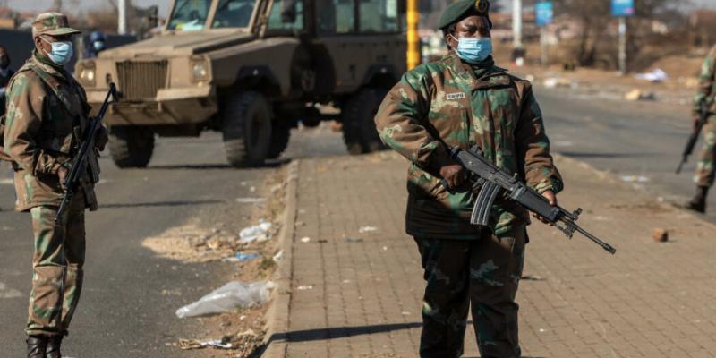 Afrique du Sud : Le bilan des violences atteint 337 morts, dit le gouvernement