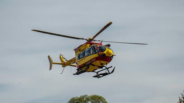 Un mort et quatre blessés: un hélicoptère de la sécurité civile se crash près de Grenoble