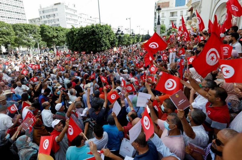 Tunisie : des manifestants redoutent « un retour à la dictature de Ben Ali »