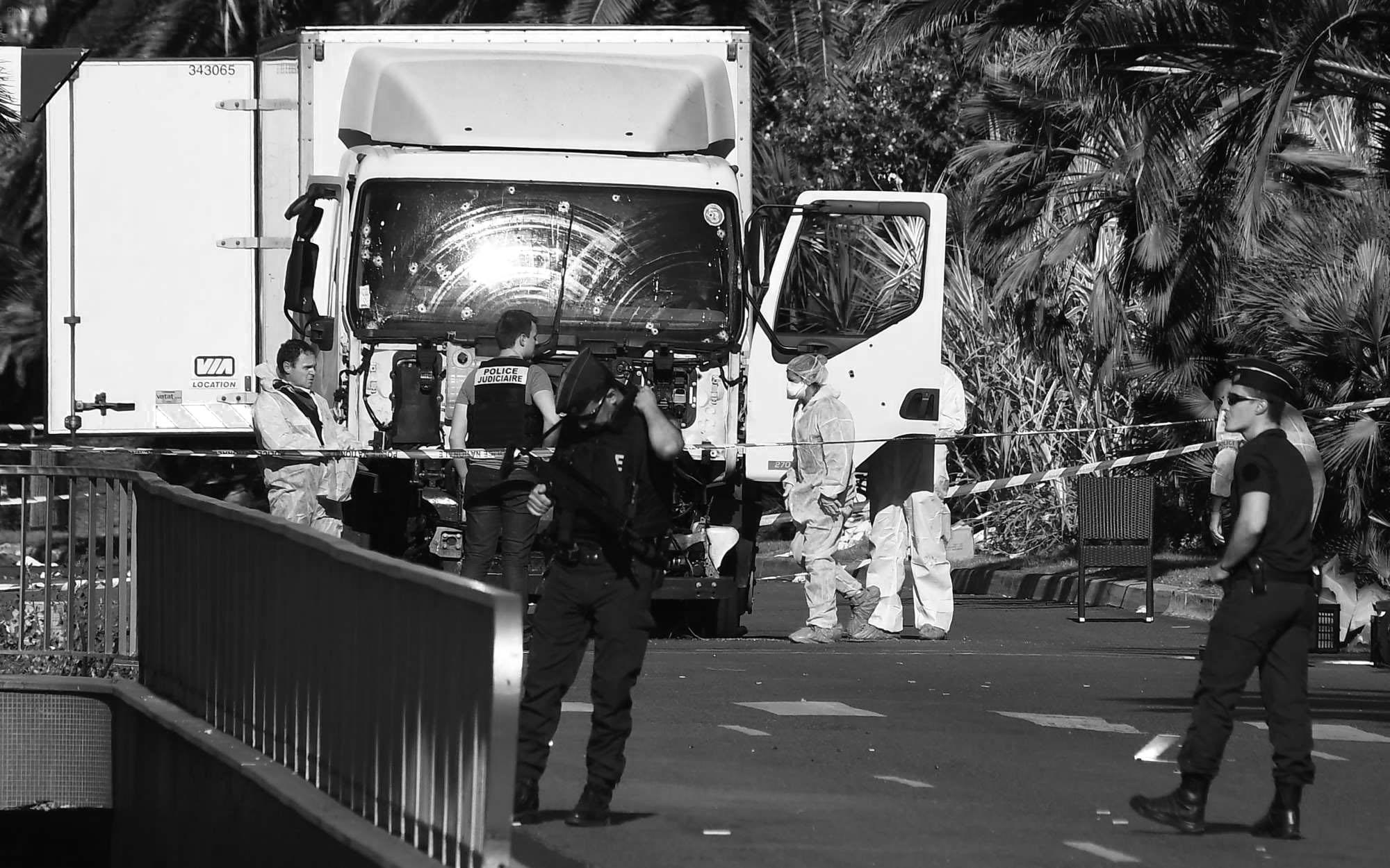 ATTENTAT DE NICE : Le chauffeur est identifié, trois jours de deuil national
