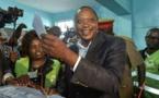 """Kenya: le président Kenyatta exhorte à la """"paix"""" pour la présidentielle"""