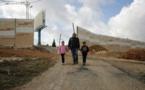 En Cisjordanie, une famille palestinienne enclavée derrière un mur israélien