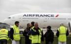 Grève à Air France: la direction joue les salariés contre les syndicats