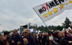 Sur les stands M5S et Ligue à Milan, des sympathisants satisfaits de l'alliance