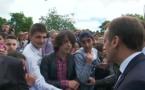 """""""Tu m'appelles Monsieur le président"""", dit Macron à un jeune"""