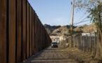 """Trump n'envisage pas la fin du """"shutdown"""" sans financement du mur à la frontière"""