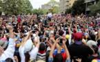 Des manifestants pro et anti gouvernement défilent au Venezuela après la panne géante