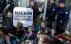 Climat : Des militants bloquent Total, Société générale, EDF à La Défense