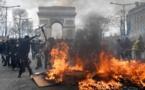 """""""Gilets jaunes"""": L'ordre public doit être restauré, dit Macron"""