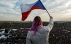 Quelque 250.000 manifestants à Prague contre le Premier ministre, 30 ans après la Révolution de velours