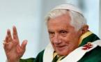 Benoît XVI demande le retrait de son nom d'un livre controversé (secrétaire)
