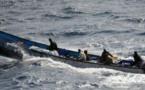 Dix pêcheurs d'un bateau à la dérive sauvés par la marine nationale (DIRPA)
