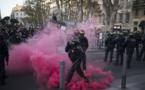 Des heurts éclatent dans la manifestation contre les violences policières