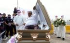 Mexique : Un candidat aux élections régionales lance sa campagne couché dans un cercueil