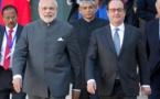 Le PM indien Narendra Modi (g) et François Hollande, l'ancien président français