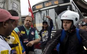 Grève générale au Brésil, transports publics bloqués