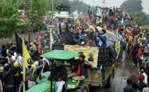 INDE : Heurts entre fermiers et policiers en marge de la fête nationale, 2000 soldats en renforts
