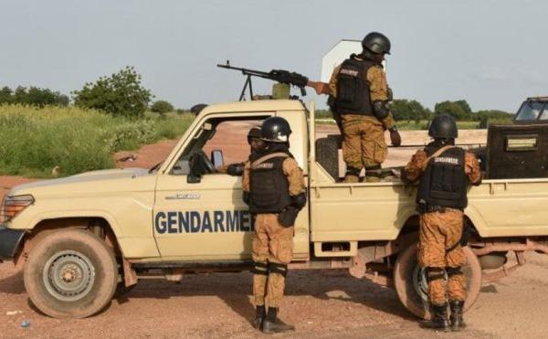 Double attaque contre des postes militaires au Burkina Faso, cinq morts