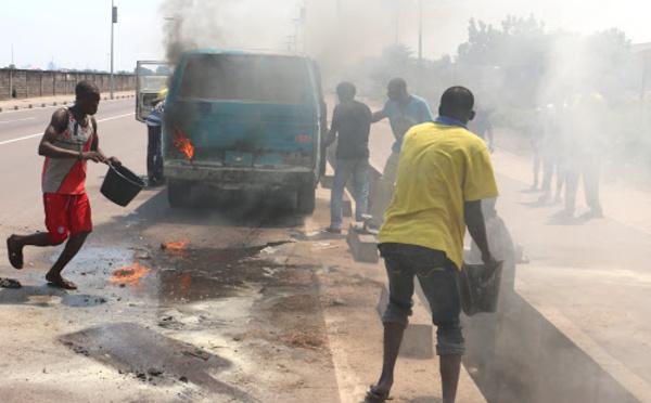 RDC : Un bus prend feu, au moins 30 morts
