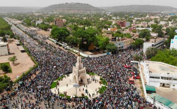 SENTIMENTS EN CENDRES POUR LE MALI : Ô Mali d'aujourd'hui, ô Mali de demain ! Les champs fleurissent d'espérance…